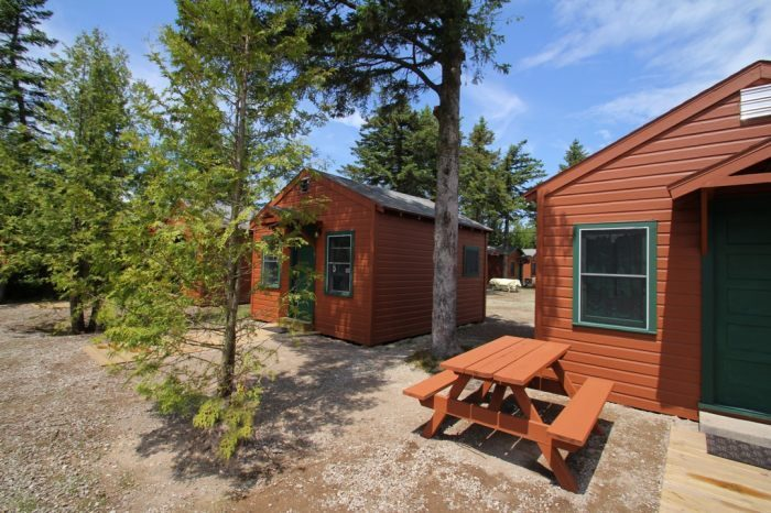 Mackinac lakefront cabins for Cabin rentals mackinaw city